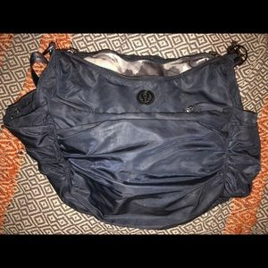 Lulu Medium sized duffle with tons of pockets